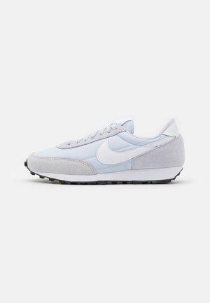 DAYBREAK - Sneakers - football grey/white/black