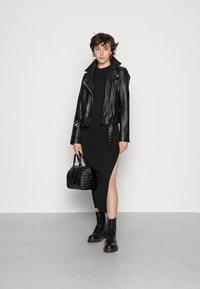 Bec & Bridge - ANOUK MIDI DRESS - Stickad klänning - black - 1