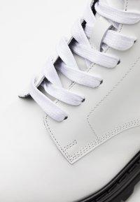 Iro - WAYNE - Botines con cordones - white - 5