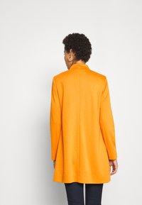 comma - Krátký kabát - safran - 2