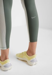 Nike Performance - EPIC LUX  - Leggings - juniper fog/pistachio frost/reflective silver - 4