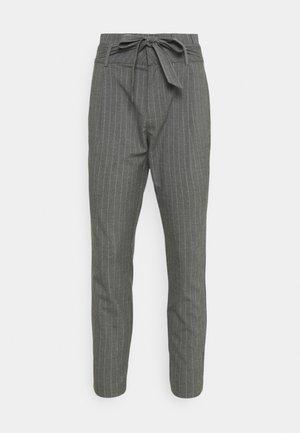 VMEVA LOOSE PAPERBAG - Trousers - medium grey melange/white