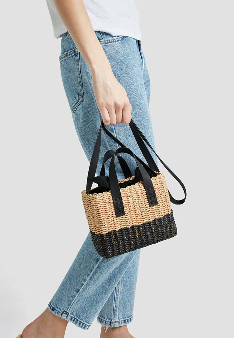 PULL&BEAR - ZWEIFARBIGE  - Handbag - black