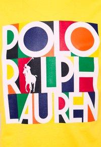 Polo Ralph Lauren - CUSTOM SLIM FIT LOGO JERSEY T-SHIRT - T-shirt z nadrukiem - racing yellow - 2