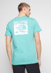 The North Face - REDBOX CELEBRATION TEE - Triko s potiskem - lagoon