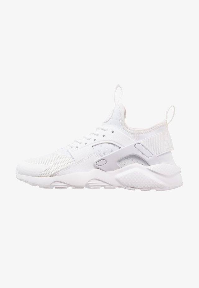 AIR HUARACHE RUN ULTRA - Baskets basses - white
