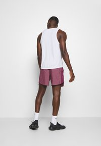 Nike Performance - CHALLENGER SHORT - Urheilushortsit - villain red/silver - 2