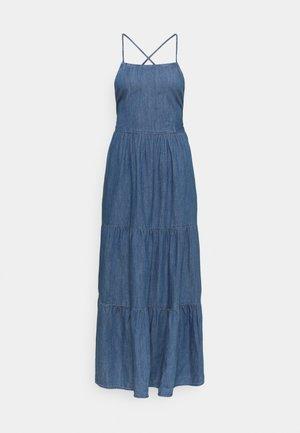 PCTINKA STRAP MIDI DRESS  - Sukienka jeansowa - medium blue denim