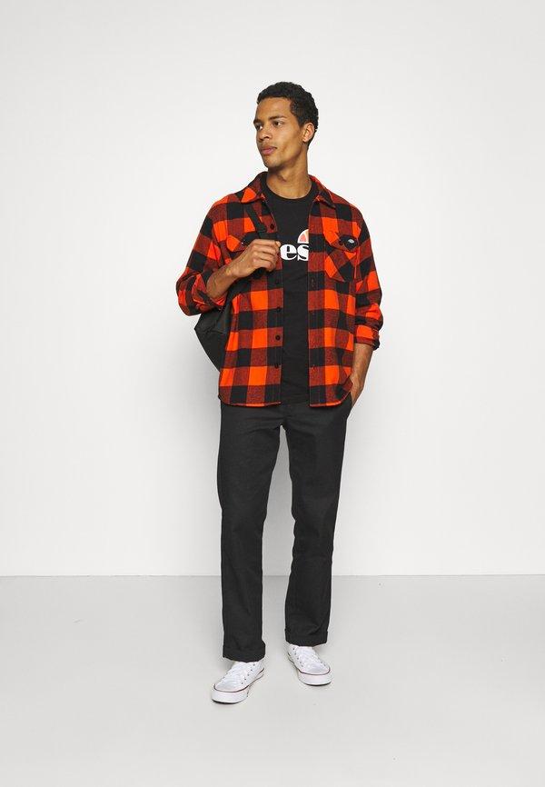 Ellesse SMALL LOGO PRADO - T-shirt z nadrukiem - black/czarny Odzież Męska XYXV