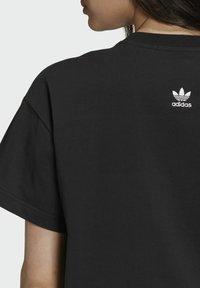 adidas Originals - Dry Clean Only xGRAPHIC TEE - T-shirt imprimé - black - 5