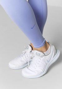 Nike Performance - ONE LUXE - Tights - light thistle/clear - 3
