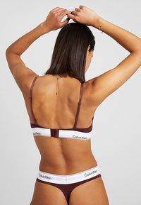 Calvin Klein Underwear - UNLINED - Triangle bra - deep maroon/white - 3