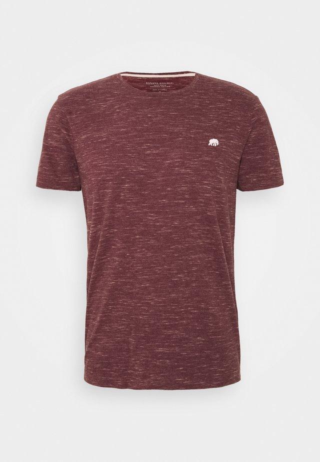 LOGO SOFTWASH TEE - Camiseta básica - dark maroon