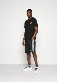 adidas Originals - SPORTS INSPIRED SHORT SLEEVE TEE - Camiseta estampada - black - 1