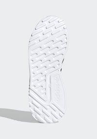 adidas Originals - MULTIX SCHUH - Trainers - black - 4