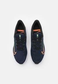 Nike Performance - QUEST 3 - Zapatillas de running neutras - obsidian/atomic orange/black/lime glow - 3
