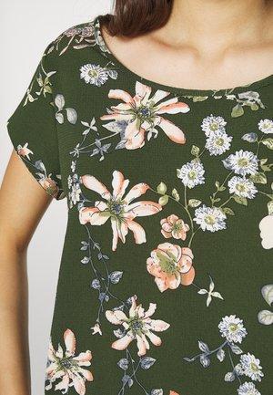 ONLNOVA LUX - Printtipaita - ponderosa pine/blossom green
