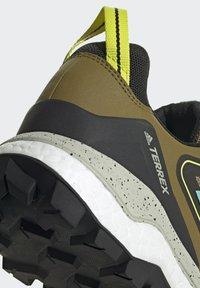 adidas Performance - TERREX SKYCHASER GORE-TEX 2.0 WANDERSCHUH - Stabile løpesko - green - 7