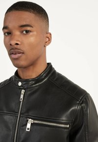 Bershka - BIKERJACKE AUS KUNSTLEDER 01291109 - Leather jacket - black - 3