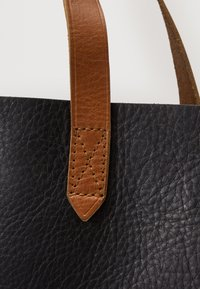 Madewell - TRANSPORT TOTE - Tote bag - true black/brown - 4