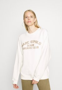Marc O'Polo DENIM - LONGSLEEVE CREWNECK OVERSIZED FIT CHEST EMBROIDERY - Sweater - off-white - 0