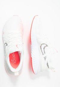 Nike Performance - LEGEND REACT 2 - Juoksukenkä/neutraalit - summit white/white/lava glow - 1