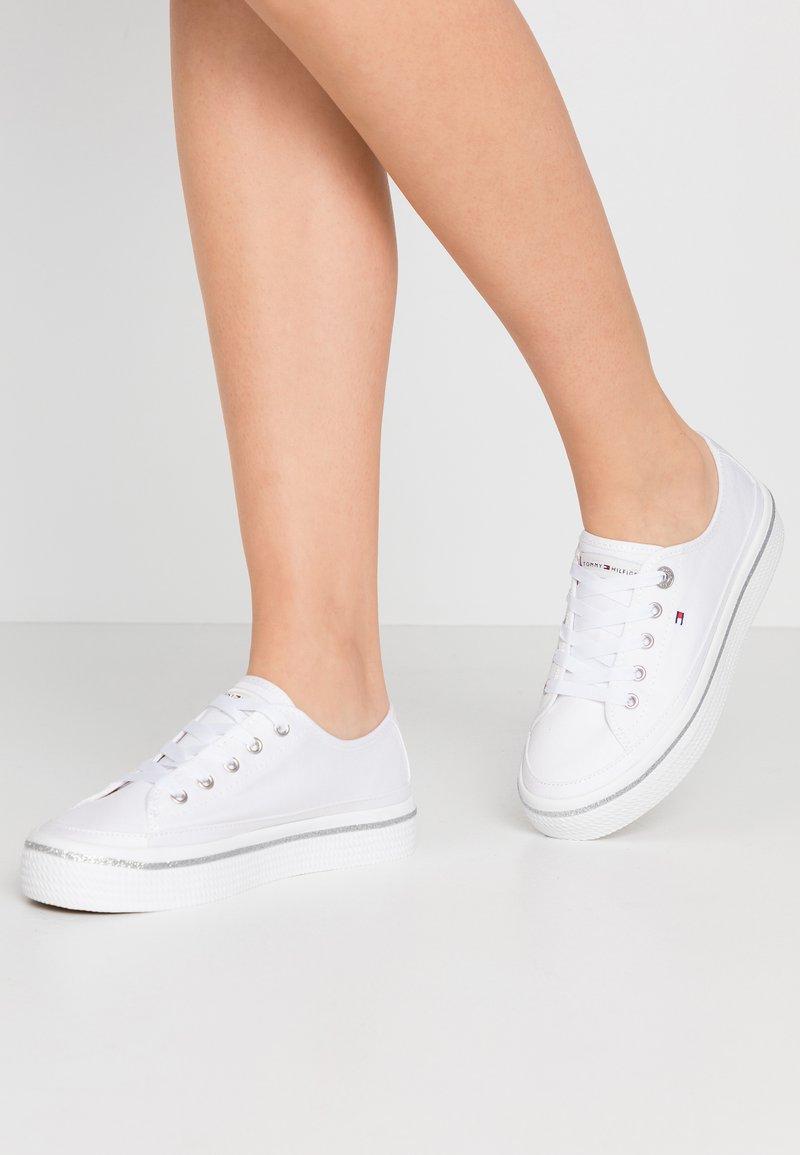 Tommy Hilfiger - GLITTER DETAIL FLATFORM  - Sneakers - white