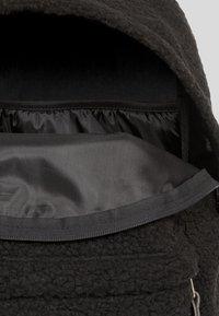 Eastpak - SHEARLING/AUTHENTIC - Rucksack - shear black - 2