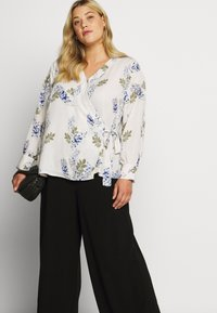 Vince Camuto Plus - WEEPING WILLOWS SIDE TIE WRAP - Blůza - off white - 4
