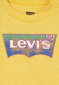Levi's® - GRADIENT BATWING TEE - Top sdlouhým rukávem - mimosa - 3