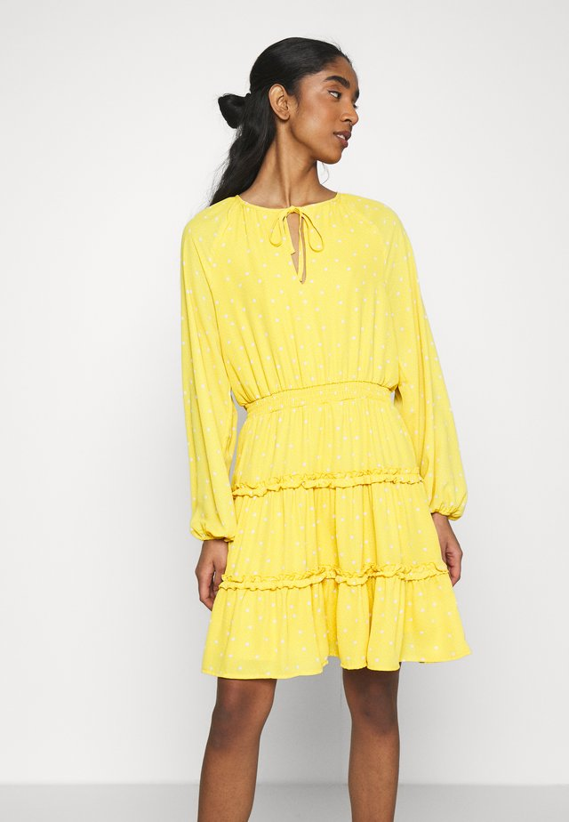VIDOTTIES DRESS - Korte jurk - spicy mustard/cloud dancer