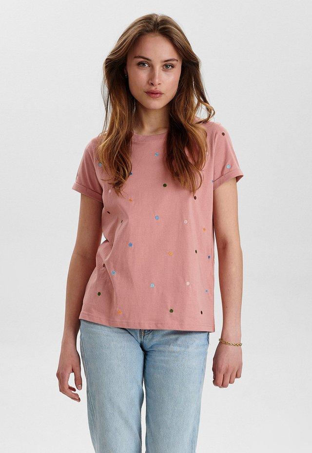 NUBRENNAN - T-shirt con stampa - ash rose