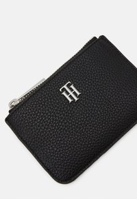 Tommy Hilfiger - ESSENCE SMALL POUCH - Wallet - black - 4