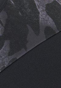adidas Performance - Sujetadores deportivos con sujeción ligera - black/white - 7