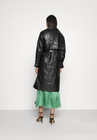 NA-KD - COAT - Trenchcoat - black - 2