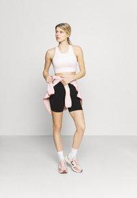 Cotton On Body - LIFESTYLE SEAMLESS YOGA SHORT - Tights - black - 1