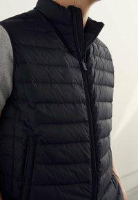 Massimo Dutti - GESTEPPTE DAUNENWESTE - Suit waistcoat - dark blue - 2