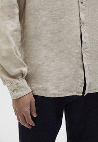PULL&BEAR - Overhemd - beige - 5