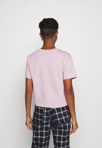Nike Sportswear - T-shirt con stampa - champagne/white - 2