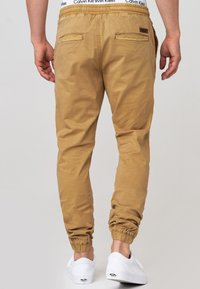INDICODE JEANS - FIELDS - Trousers - amber - 2