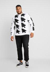 Jack´s Sportswear - XMAX TREES - Jumper - white - 1