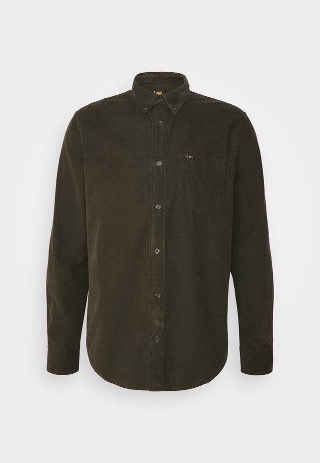 BUTTON DOWN - Camisa - serpico green