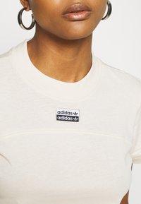 adidas Originals - TEE - T-shirts med print - beige - 5