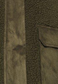 Vero Moda - VMNORTH TEDDY JACKET - Classic coat - ivy green - 2