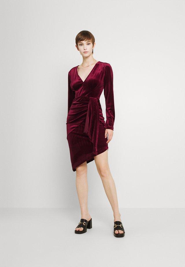 RHYS DRESS - Shift dress - burgundy