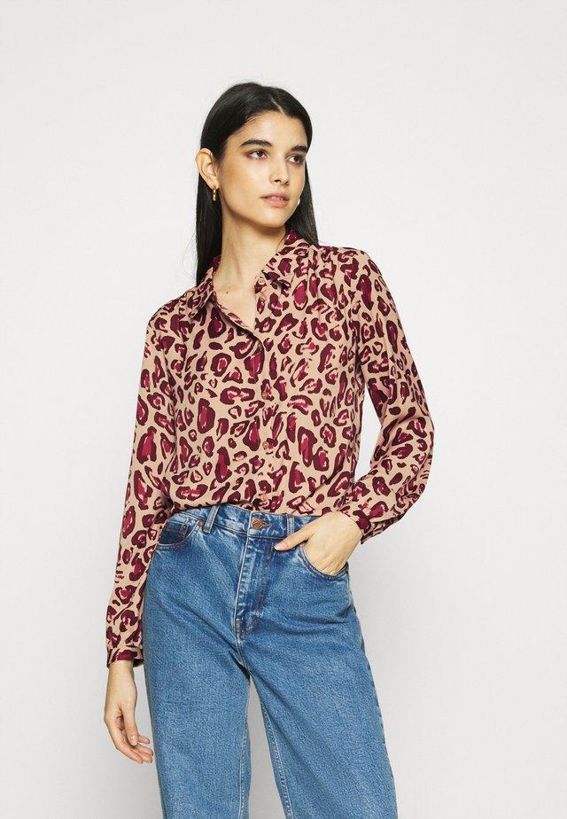MIRA - Button-down blouse - oatmeal/parrot purple