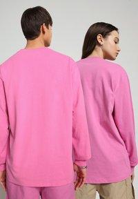 Napapijri - S-BOX LS - Long sleeved top - pink super - 2