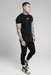 SIKSILK - ELASTICATED STRAP CUFF - Jeans slim fit - black - 1