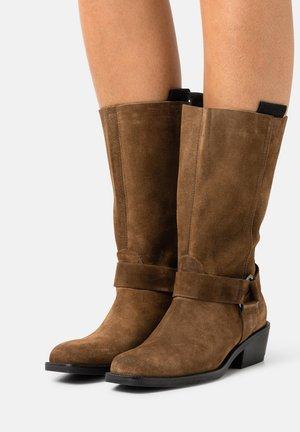 Cowboy/Biker boots - mud