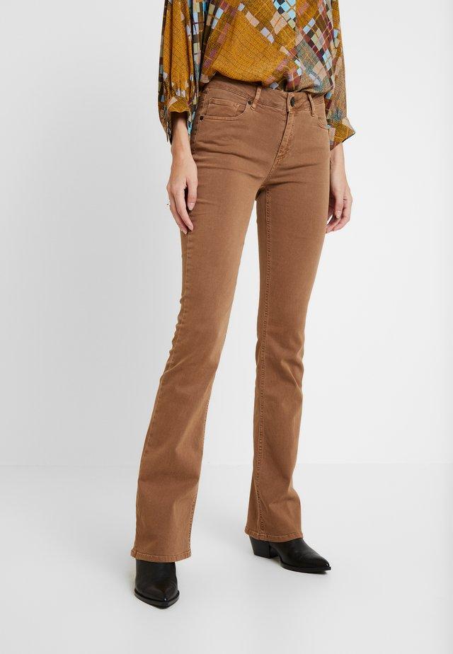 MARIJA FLARE - Spodnie materiałowe - nuts